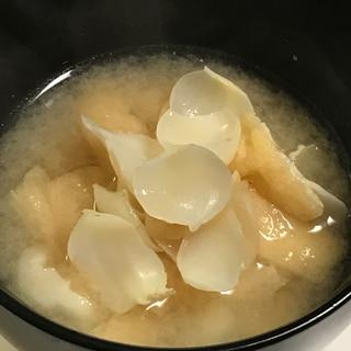 ゆり根と油揚げの味噌汁