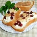 カマンベールとクランベリーのせフランスパン