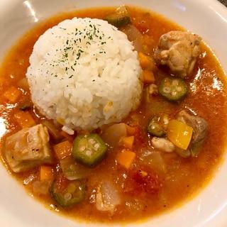 お野菜たっぷり♪干しエビとチキンのガンボスープ