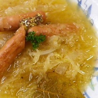 玉ねぎソーセージのザワークラウトスープ