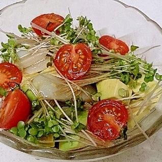 アボカドとイカのサラダをわさびドレッシンで♪