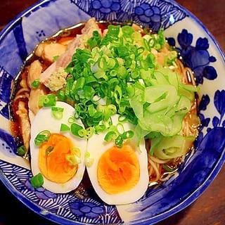 温麺の冷やしぶっかけ*茹で鶏と茹で卵のっけ