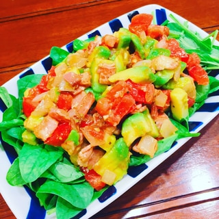 アボカドとトマトとベーコンの簡単サラダ