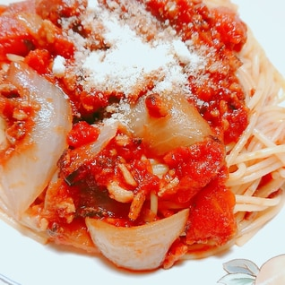 玉ねぎと豚ひき肉のトマトパスタ
