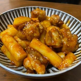 韓国屋台風!鶏肉とトッポギのヤンニョムソース♡