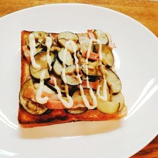 茄子とベーコンのトースト