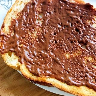 チョコクリームのトースト