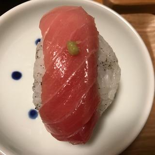 ゆかり酢飯で中トロ手毬寿司