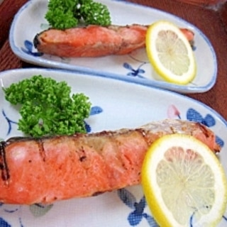 冷凍保存の切身を美味しく焼く方法☆ 「塩鮭の焼魚」