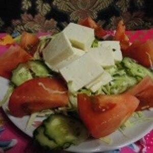 こんな水切りで豆腐サラダ♪(薄っすらピンク色)