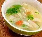 ほうれん草と彩り野菜のコンソメスープ