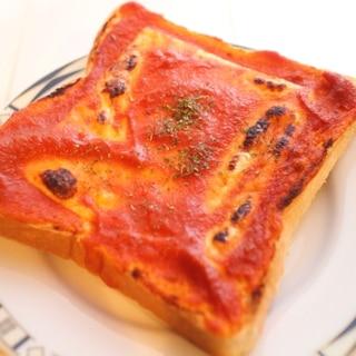 【パスタソースで超簡単】逆転発想のピザトースト