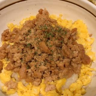鶏そぼろ卵丼
