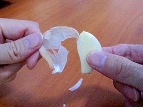 道具要らず★にんにくの皮の簡単なむき方