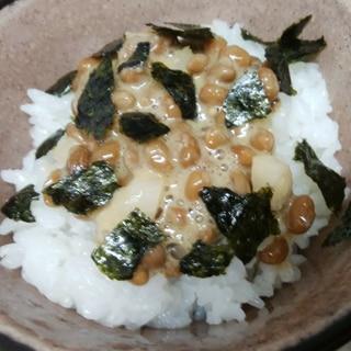 刻みらっきょうとすりごまの納豆ご飯