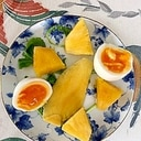 ルッコラ、パイン、ゆで卵、ドライマンゴーのサラダ