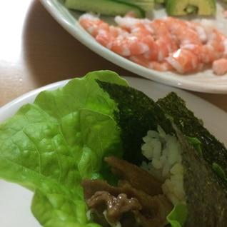焼き肉と海老の手巻き寿司