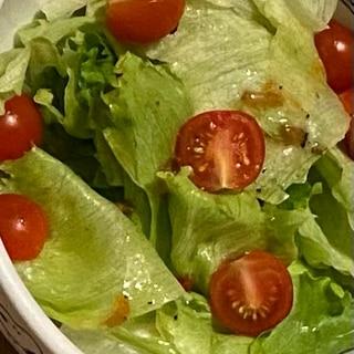 レタスとプチトマトトマトのサラダ