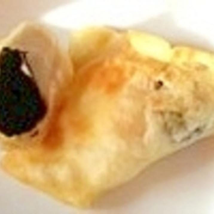 黒にんにくとチーズの揚げワンタン