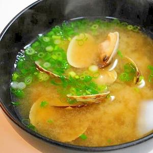 水から煮ることで出汁要らず!アサリの味噌汁