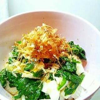 長いもとほうれん草の健康的サラダ