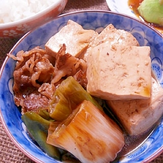 小鉢サイズの肉豆腐。下仁田ネギと牛バラで。