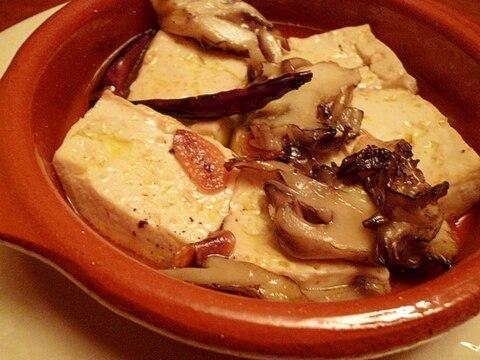 豆腐と舞茸のアヒージョ(スペイン風オイル煮)