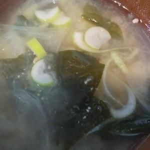 玉ねぎとわかめと葱のお味噌汁