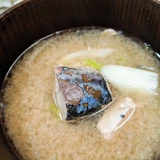 出汁いらず サバ缶と長ネギの味噌汁