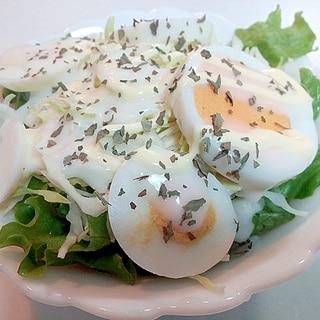 レタスとキャベツとゆで卵のフレンチサラダ