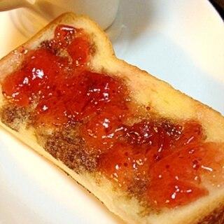 いちごジャムとバルサミコ酢の❤甘酸っぱいトースト❤