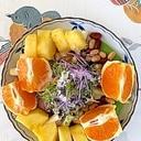リーフレタス、オレンジ、ミックスビーンズのサラダ