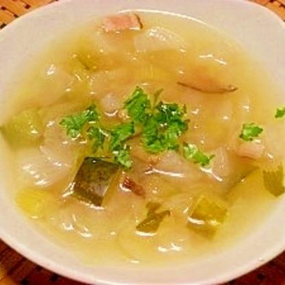 和風出汁の野菜スープ