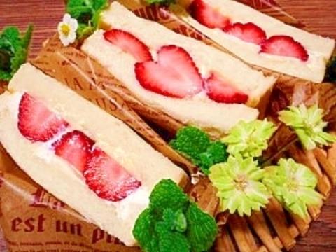 イチゴ☆Wクリームサンド