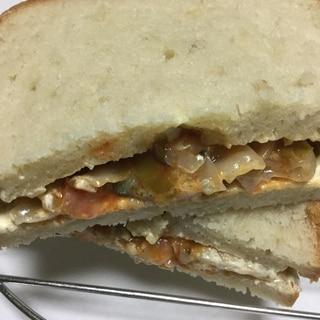 ピリ辛茄子でサンドイッチ