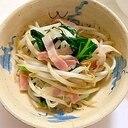 もやしと小松菜の葉っぱの ベーコン炒め