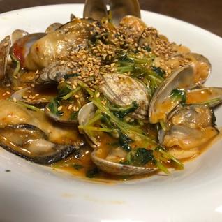【節約酒肴】牡蠣、アサリと豆苗のピリ辛炒め