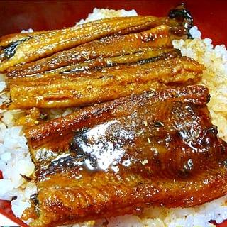 穴子の蒲焼をふっくらと焼いて美味しい穴子丼