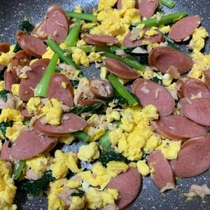 こまつなツナとウインナーの卵炒め