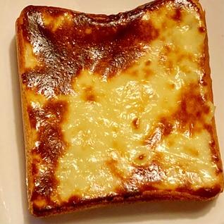 3つの材料を塗って焼くだけ♪クリームチーズトースト