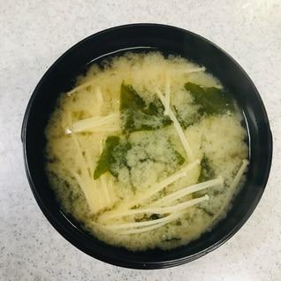 えのきと乾燥ワカメの味噌汁