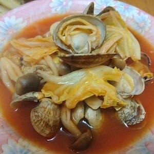 トマトジュースで《アサリとキャベツのトマトスープ》