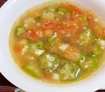 トマト、オクラ、椎茸の中華風鶏ミンチ肉のスープ♪
