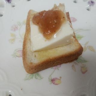 イチジクジャムとマンゴーレアチーズケーキのトースト