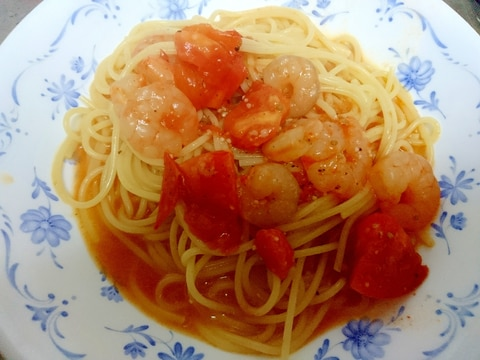フレッシュトマトと海老のパスタ