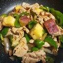 豚肉ピーマンとさつま芋のピリ辛醤油麹炒め