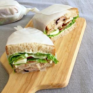 コストコのロティサリーチキンでサンドイッチ