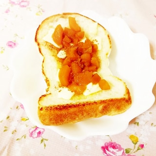 チーズと枇杷ジャムのっけトースト