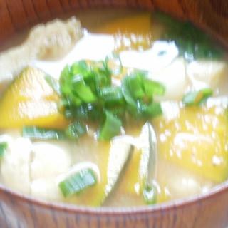 かぼちゃと油揚げ、ねぎの味噌汁