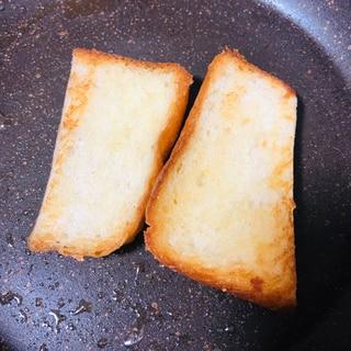 フライパンでガーリックバタートースト